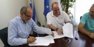 Βελτιώνεται η οδική πρόσβαση προς Βιομηχανική Περιοχή και ΧΥΤΑ Φλόκα – Υπογράφτηκε η σύμβαση με τον ανάδοχο του έργου