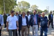 Λευτέρης Αυγενάκης και Νεκτάριος Φαρμάκης στο παλαιό κολυμβητήριο της Αγυιάς - «Τρέχουν» οι διαδικασίες για την αξιοποίηση αθλητικών εγκαταστάσεων της Αγυιάς