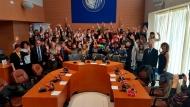 Περιφέρεια Δυτικής Ελλάδος: Μαθητές από τέσσερις χώρες, σε ρόλο περιφερειακών συμβούλων, συζήτησαν για την προστασία του περιβάλλοντος και τη διάσωση του πλανήτη