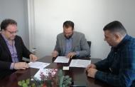 Σύμβαση αποκατάστασης βλαβών σε οδικούς άξονες του Δήμου Ανδρίτσαινας – Κρεστένων υπέγραψε ο Νεκτάριος Φαρμάκης